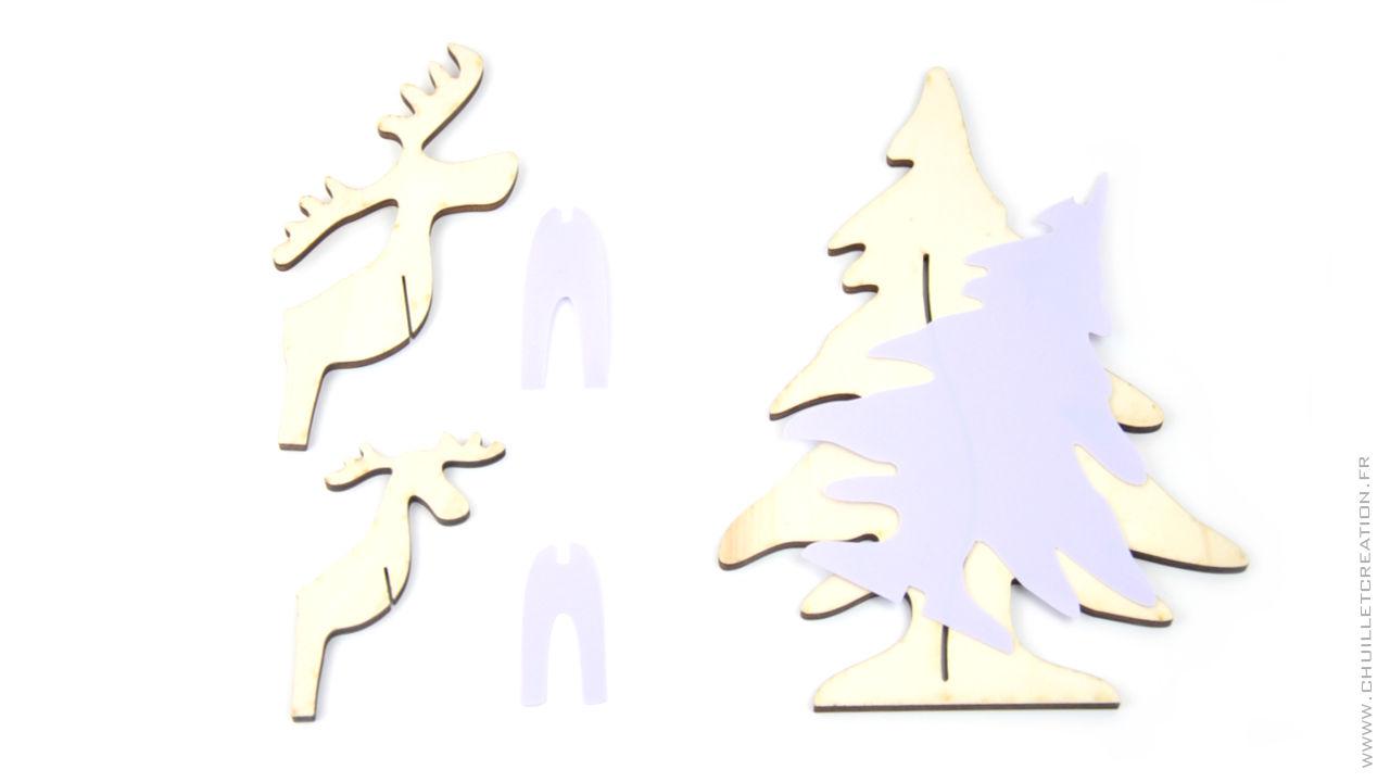 le lot avec 2 rennes et le sapin